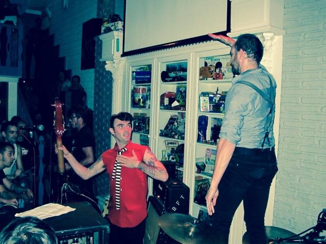 Pato cree que este momento es al principio de la canción 'Turn Off The Machine', cuando sonó el himno americano, Y se cuadró el baterista (foto: Mr. Duck).