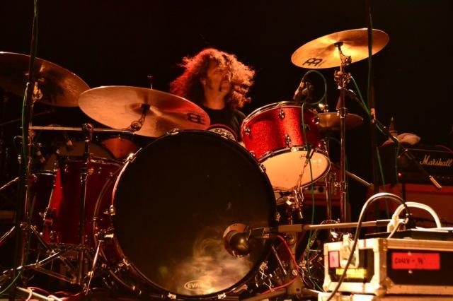 El tamborero bigotudo Bob Pantella, ex Raging Slab, hoy en Monster Magnet, Riotgod y, claro, Atomic Bitchwax (foto: Mr. Duck).